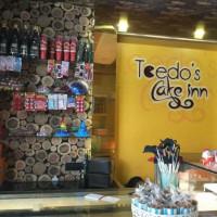Toedo's Cake Inn.