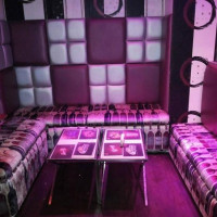 Alcoholic Club & Lounge
